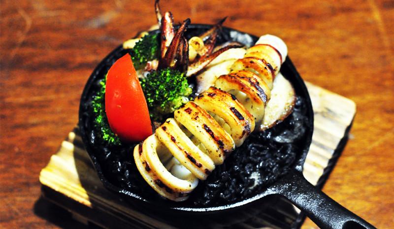 黑嚕嚕墨魚烤飯